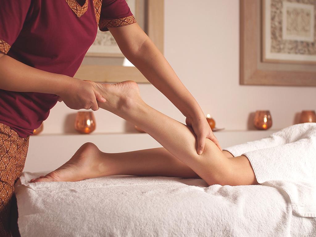 עיסוי רגליים תאילנדי / Thai foot massage